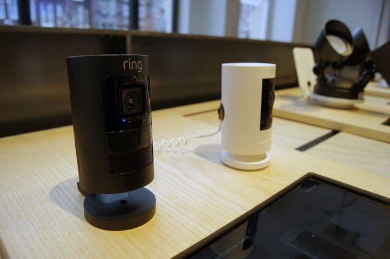 Uitstekende klantenbeleving dankzij de InVue producten van EAS-Resatec bij Productpine in Amsterdam